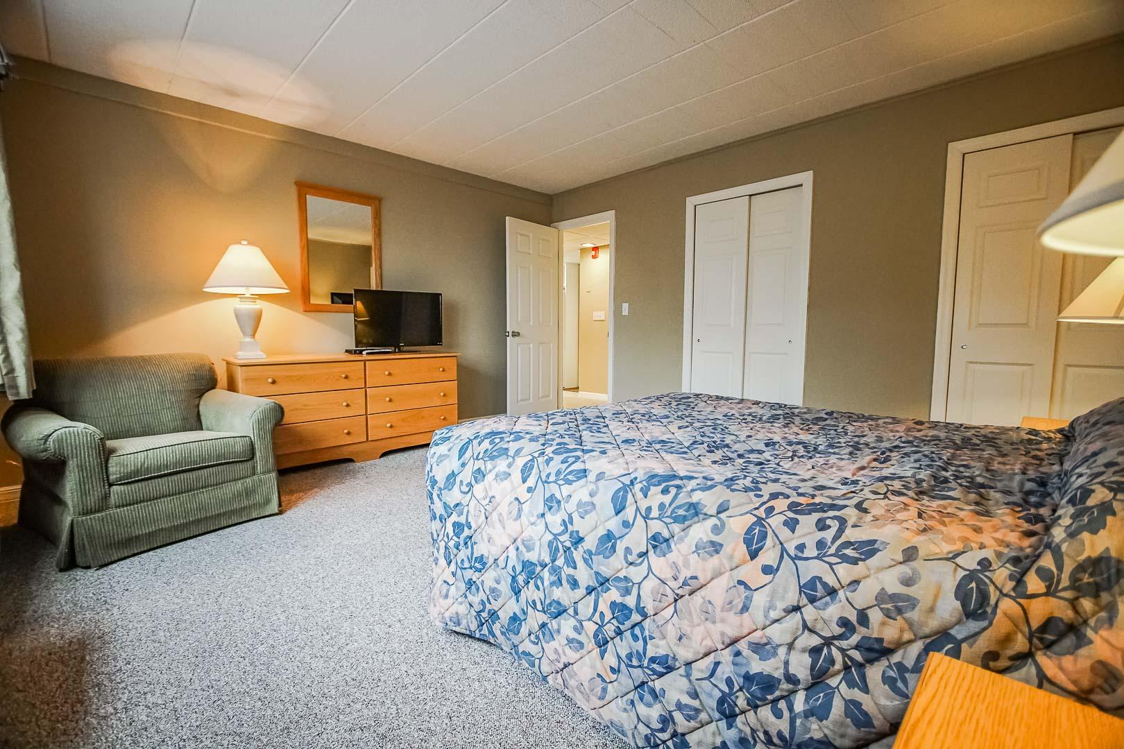 An expansive bedroom at VRI's Tanglwood Resort in Pennsylvania.