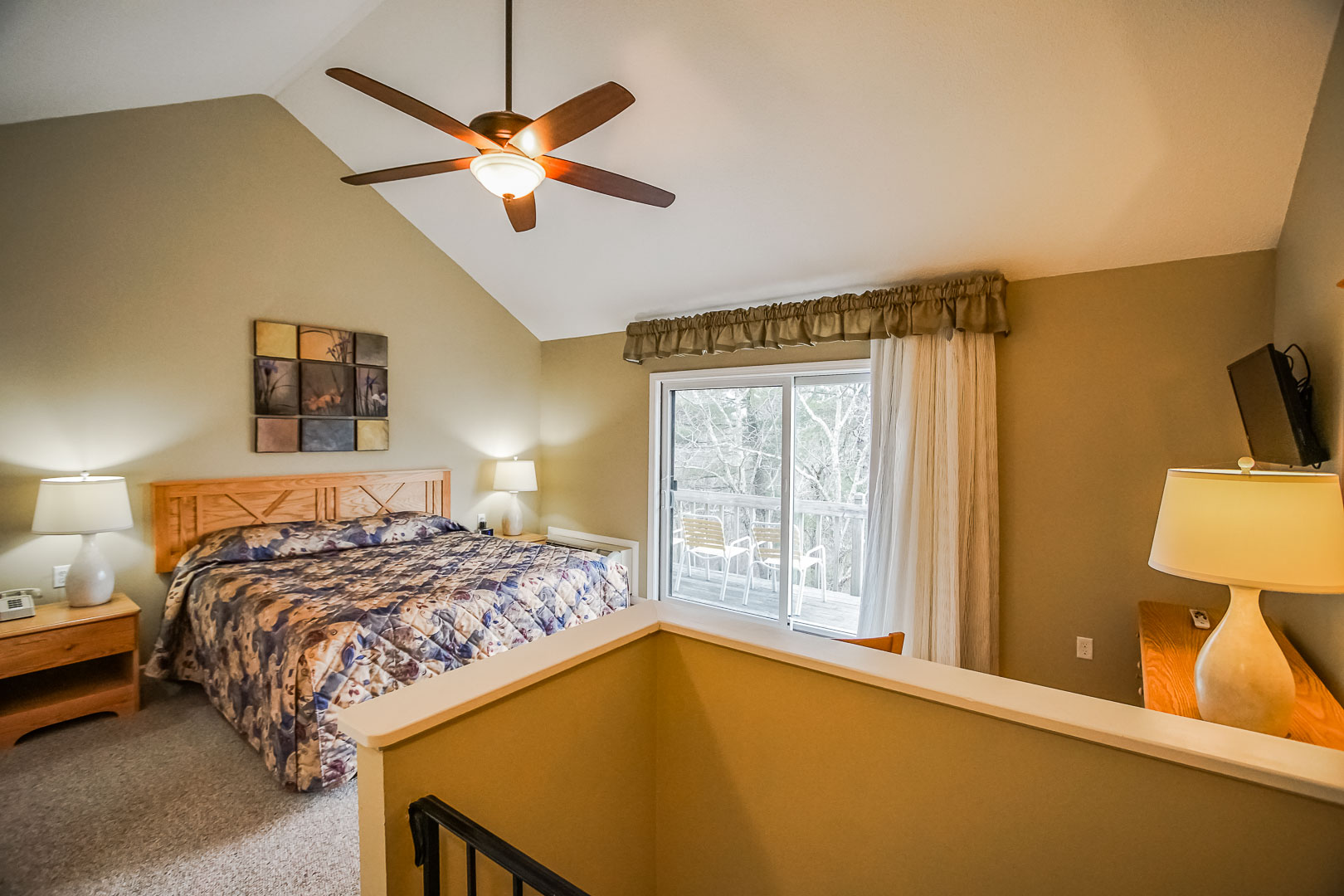A cozy bedroom with a loft at VRI's Tanglwood Resort in Pennsylvania.