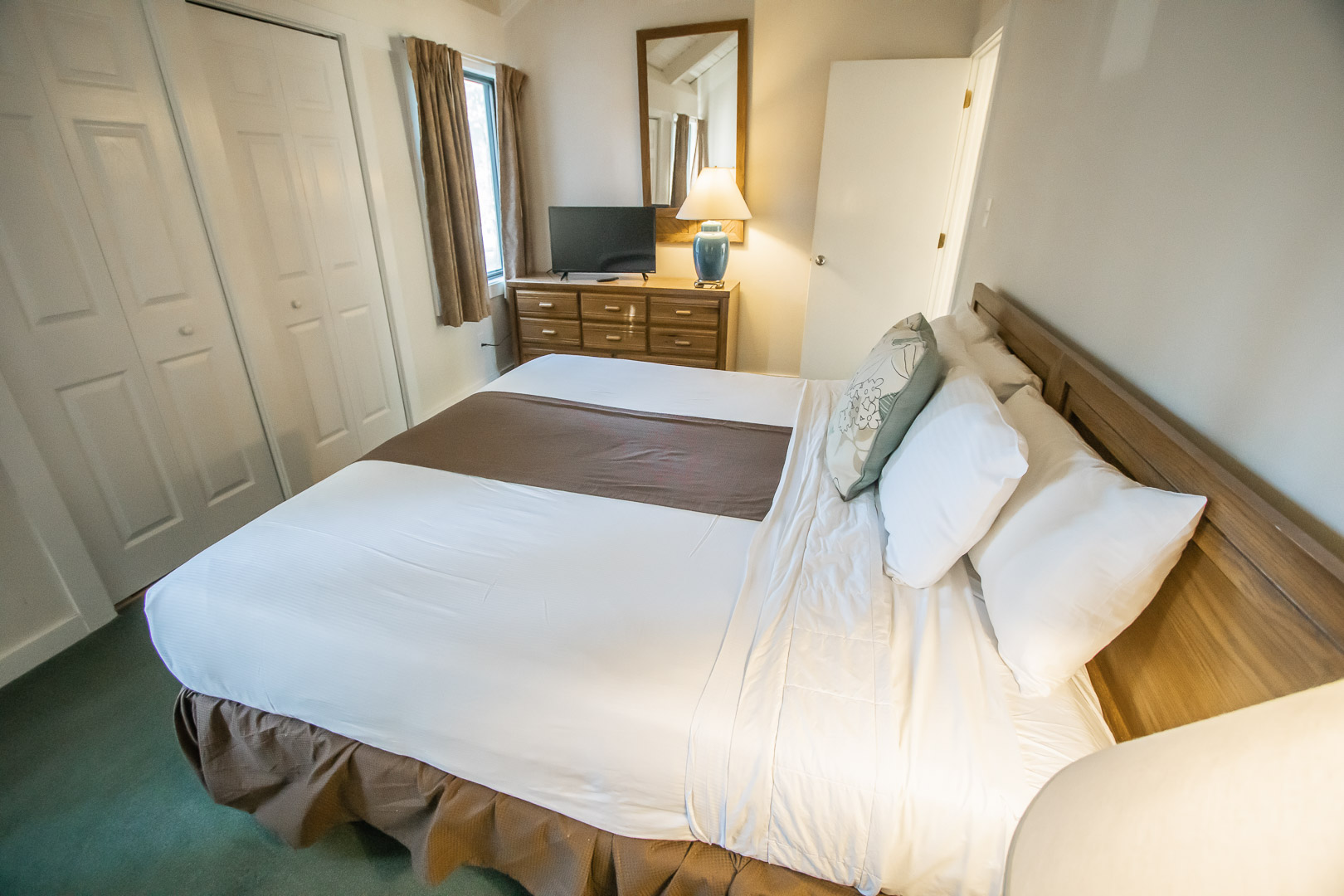 A spacious master bedroom at VRI's Waterwood Townhomes in New Bern, North Carolina.